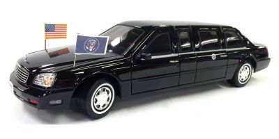LUCKY DIE CAST 1/24scale 2001 Cadillac Deville Presidential Limo  [No.LUC24018]