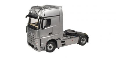 NZG 1/18scale Mercedes Benz Actros Giga Space 4 x 2 Track Tractor FH 25 Silver  [No.NZG952-55]