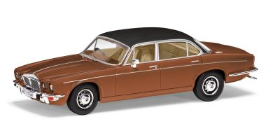 CORGI 1/43scale Daimler Double 6 Series 2 Vanden Plas (Caramel Brown)  [No.CGVA13900]