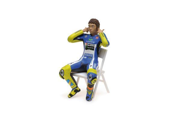 MINICHAMPS 1/12scale FIGURINE – VALENTINO ROSSI – MOTOGP 2014 – CHECKING THE EAR PLUGS  [No.312140046]
