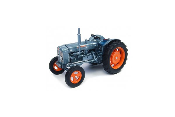UNIVERSAL HOBBIES 1/32scale Fordson Super Major
