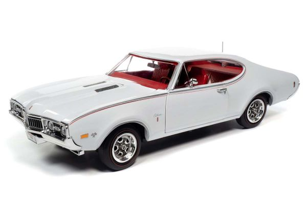 AMERICAN MUSCLE 1/18scale 1968 Oldsmpbile Cutlass S W31 (MCACN) (white)  [No.AMM1208]