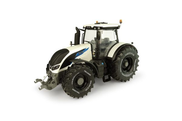 UNIVERSAL HOBBIES 1/32scale Valtra S394 -