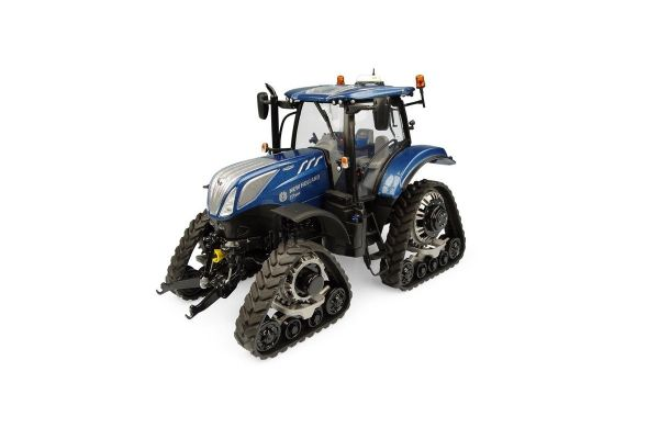 UNIVERSAL HOBBIES 1/32scale New Holland T7.225 Blue Power with tracks  [No.E5365]