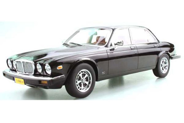 TOPMARQUES 1/18scale Jaguar XJ6 1982 (black)  [No.TOPLS025E]
